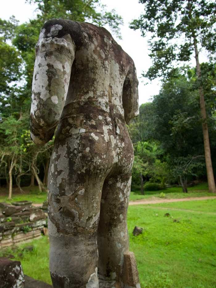 Preah Khan statues in the courtyard
