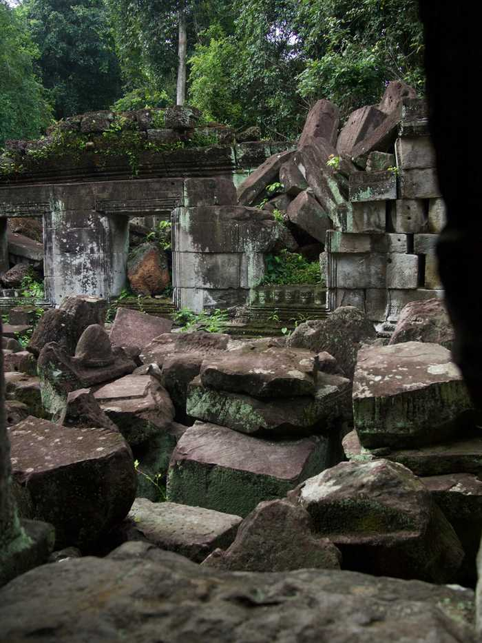 Fallen walls of Preah Khan