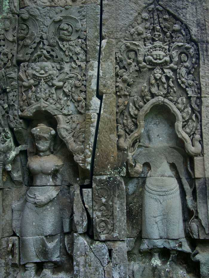 Preah Khan statues engraved in the wall